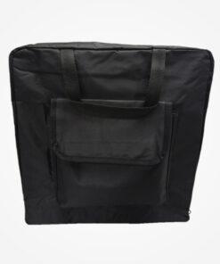 Elaborada en lona resistente e impermeable, medidas 30 CM de alto/ 30 CM de ancho/ 10 CM de fondo, costa 1 bolsillo externo de 8 CM de alto/ 8 CM de ancho/ 3 CM de fondo. Ideal para embalar botas