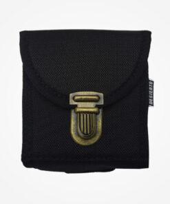 Está fabricada en lona impermeable que permite alojar las esposas de manera fácil y segura, cuenta con un sistema moll que se adhiere a cualquier cinturón o sistema táctico. Medidas 11 Cm de ancho x 11 Cm de alto x 3 Cm de fondo. Color negro.